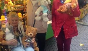 Featherton House residents enjoy fairground thrills